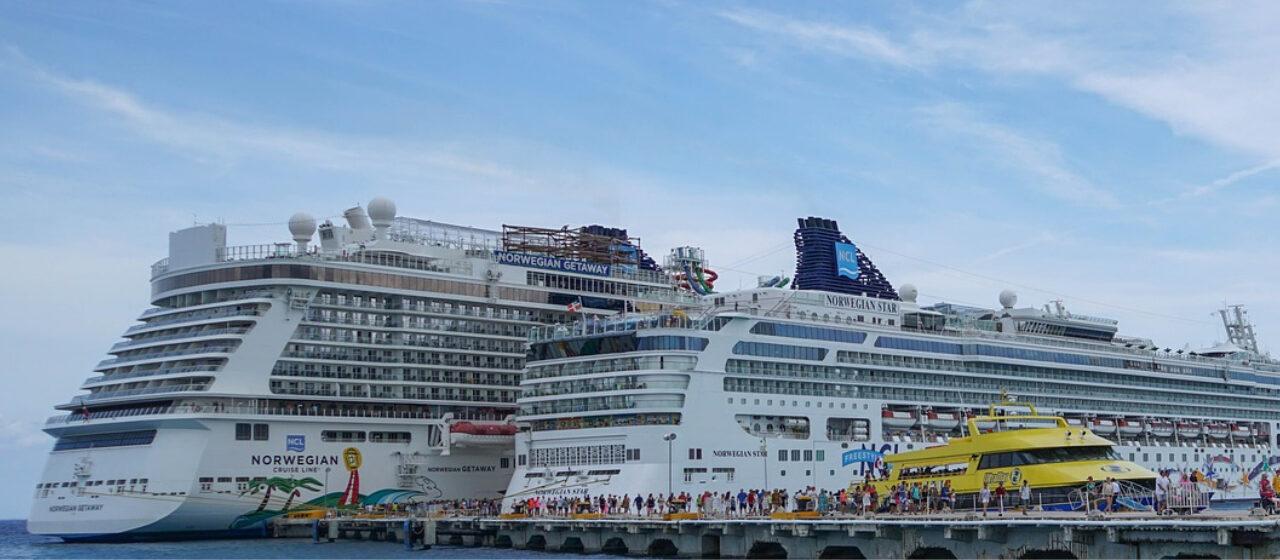 https://travelgranadatour.com/wp-content/uploads/2020/04/Crucero-por-el-Caribe-1280x560.jpg