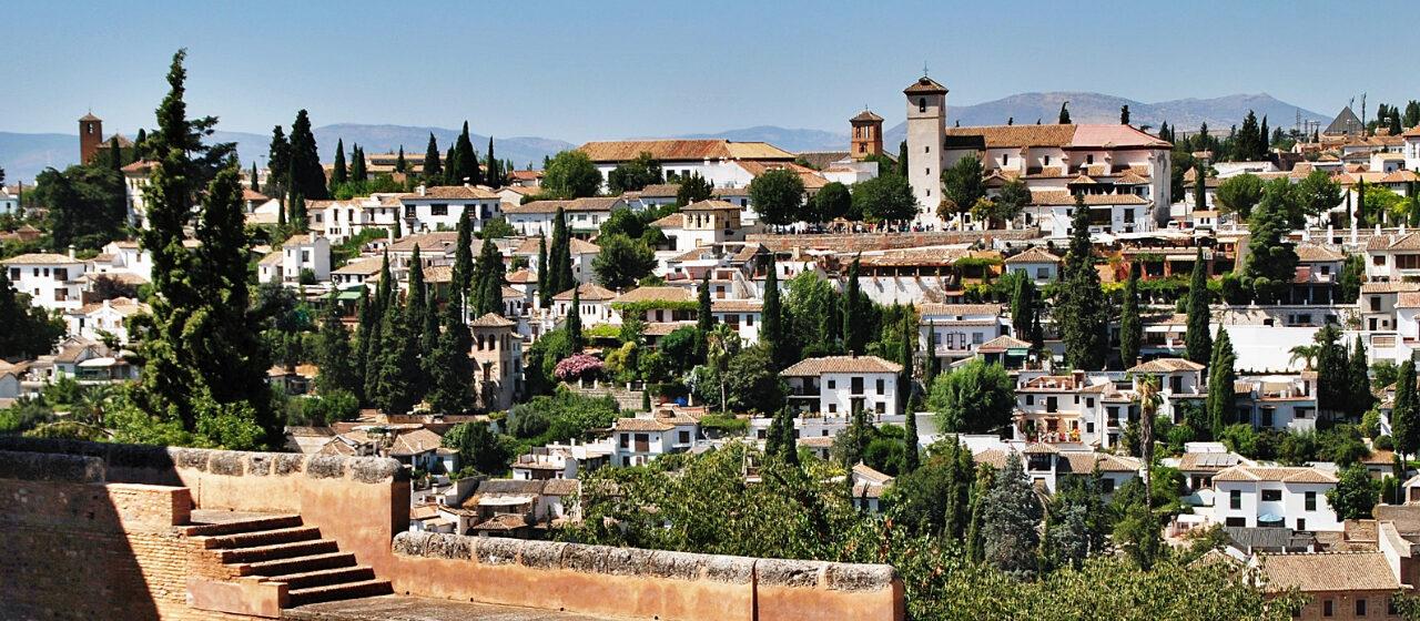 https://travelgranadatour.com/wp-content/uploads/2020/05/Albaicín-Sacromonte-y-Madraza-1280x560.jpg