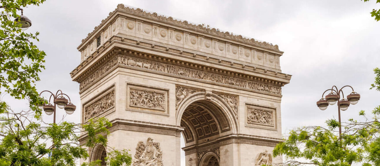 https://travelgranadatour.com/wp-content/uploads/2020/05/Arco-del-Triunfo-París-1280x560.jpg