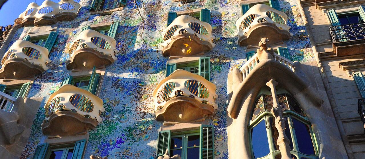 https://travelgranadatour.com/wp-content/uploads/2020/05/Casa-Batlló-1280x560.jpg
