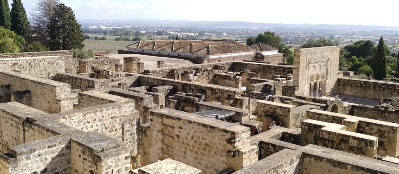 https://travelgranadatour.com/wp-content/uploads/2020/05/Medina-Azahara-1280x560.jpg