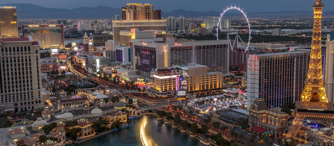 https://travelgranadatour.com/wp-content/uploads/2020/05/Torre-Eiffel-Las-Vegas-Experience-1280x560.jpg
